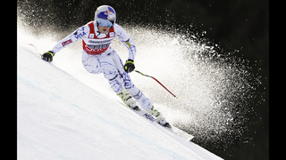 Lindsey Vonn wins women