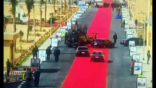 Giant red carpet for Egypt leader