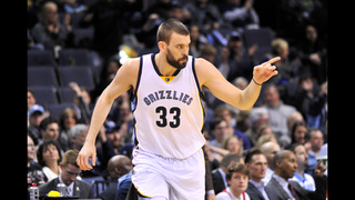 Gasol breaks foot, could miss remainder of season