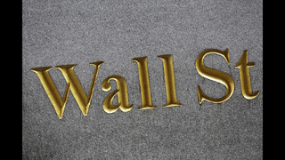 US stocks push higher as oil rebounds, banks rise