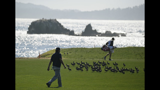 Mickelson takes the lead at Pebble Beach
