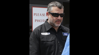 Lug nuts and $35,000 fine still the talk around Tony Stewart