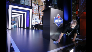 LBs Jack, Jaylon Smith go early in 2nd round of NFL draft