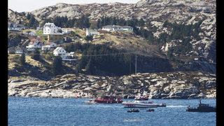 The Latest: Norway calls off helicopter rescue, says 13 dead