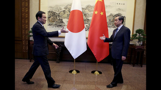 China, Japan foreign ministers meet to smooth tense ties