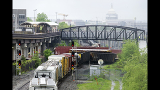 Derailment affects commuter train service into Washington