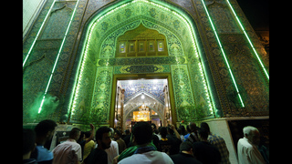 Tens of thousands Shiite pilgrims converge on Baghdad shrine