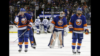 Islanders look for win amid improved play against Lightning