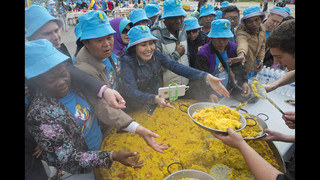 Chinese billionaire treats 3,000 workers to paella in Spain