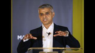 Near-record UK immigration figures fuel raging EU debate