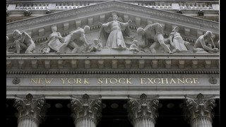 US stocks barely budge as banks slip after two-day surge