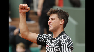 The Latest: Djokovic reaches 4th round at French Open
