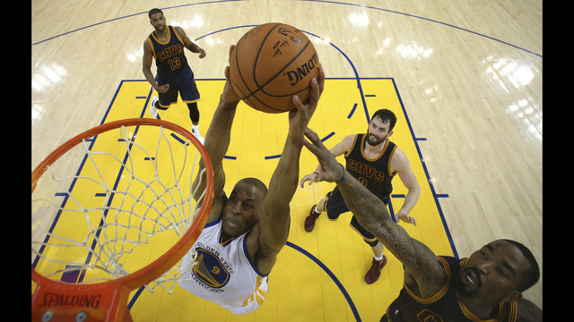 Iguodala stealing show again for Warriors
