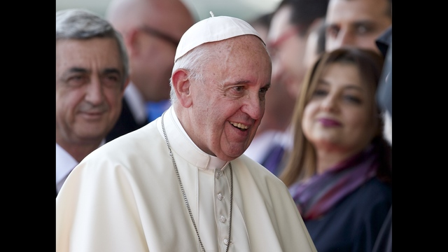 Pope, in Armenia, decries 'genocide'