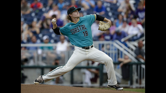 Arizona shuts out Coastal Carolina to open College World Series
