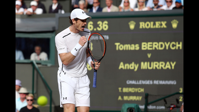 Murray wins thriller as Fed lies in wait