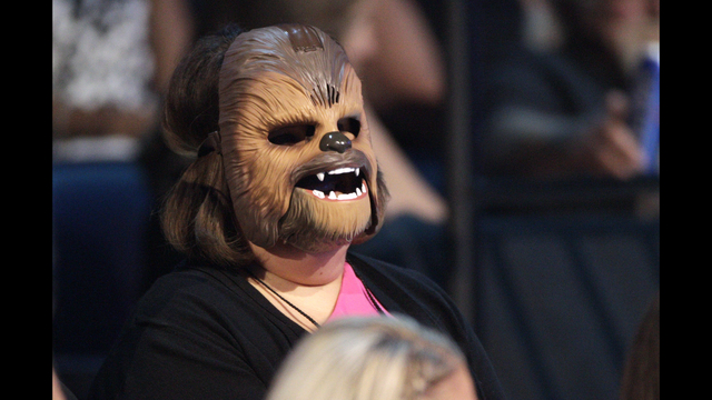 'Chewbacca mom' sings touching song after Dallas shooting