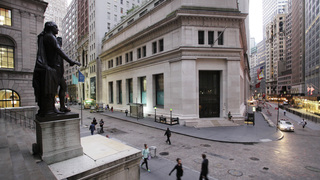 US stock indexes slip; Apple jumps on strong earnings