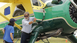 Yes, Harrison Ford uses checklists when he flies