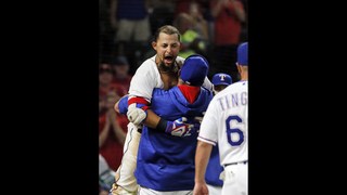 Odor hits game-ending homer for Rangers in 8-7 win over M