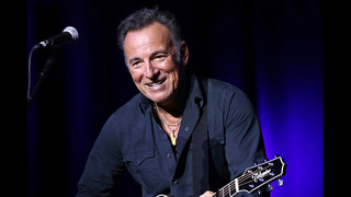 Springsteen signs Philadelphia fifth-grader