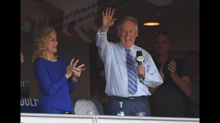 Vin Scully returns to Dodger Stadium as NLCS spectator