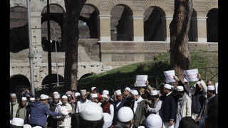 Muslims protest in front of Colosseum over mosque closures