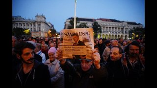 Hungary: Publisher of suspended opposition newspaper sold