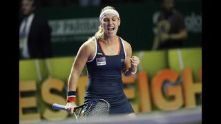 Kerber, Cibulkova advance to WTA semifinals
