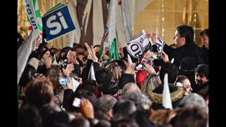 Italians vote in referendum; Renzi vows to quit if he loses