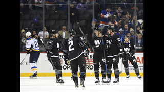 Lee scores 2 to lift Islanders to 3-2 win over Blues