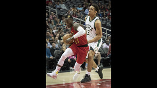 Bazemore, Dunleavy pick up offense, Hawks beat Bucks