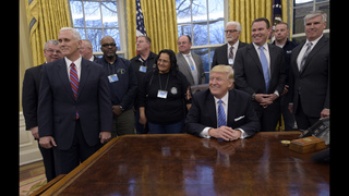 Trump courts business, labor in delicate balancing act