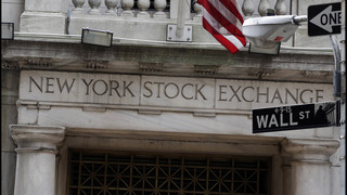 US stocks dip as banks and energy companies fall