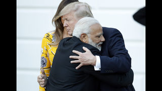 Modi meets Trump with his usual greeting _ bear hugs
