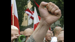 Police separate some 500 neo-Nazis, opponents at Berlin demo