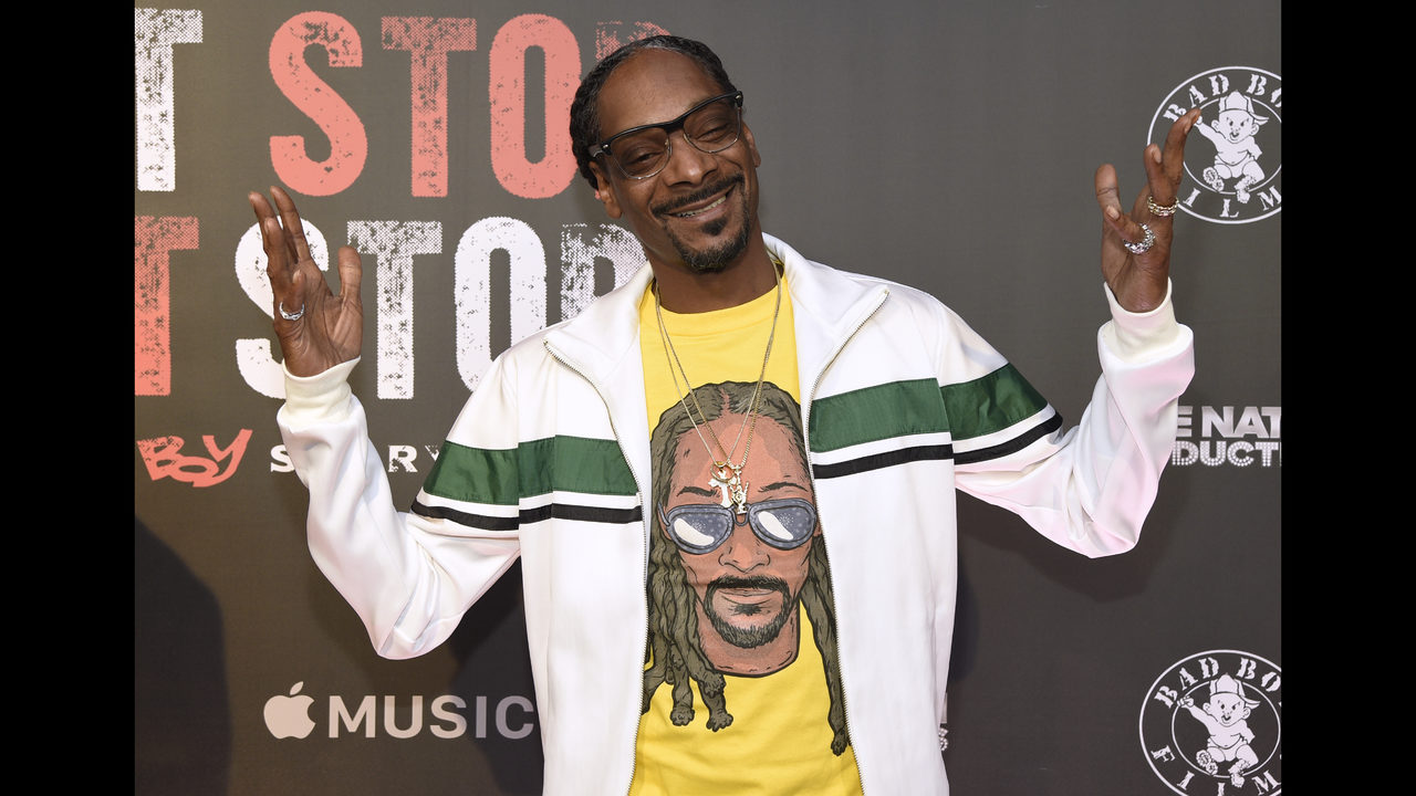 Snoop dogg stands over trump body on album cover wftv 1betcityfo Images