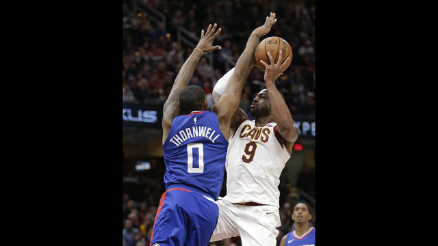 9dbdfc6b995 LeBron s 39 lead Cavs to 118-113 OT win against Clippers