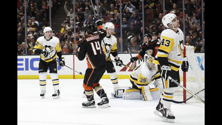 Ducks score 4 in second period, hold off Penguins 5-3