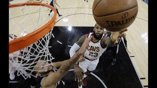 LeBron gets 30,000, but Spurs beat slumping Cavs 114-102