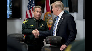 Trump focuses on first responders after Florida shooting