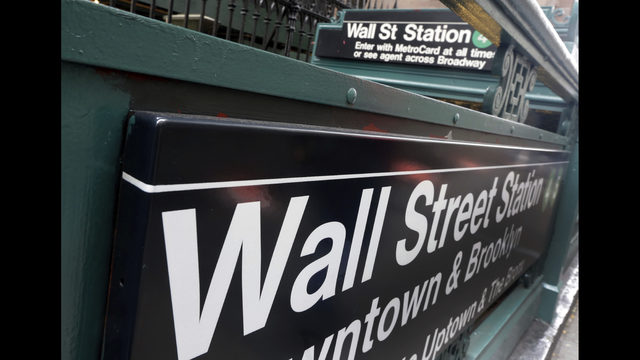 Stocks fall as S&P 500 closes out cruelest month in 2 years