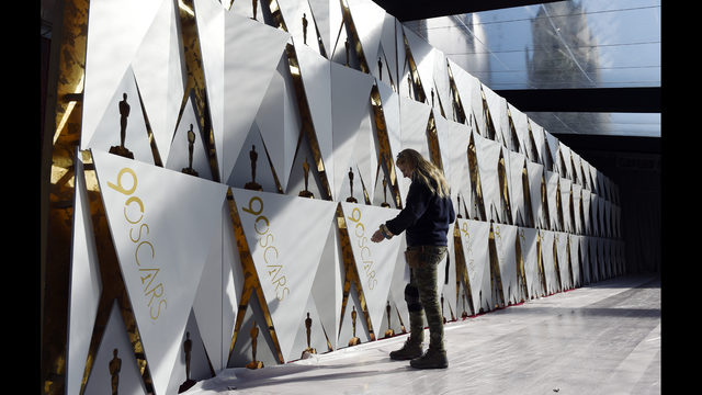 A year later, the Oscars return to the scene of the flub thumbnail