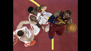 LeBron scores 35, carries Cavaliers past Raptors 132-129