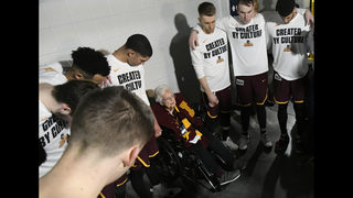NCAA Latest: Michigan, Loyola in Final Four; bluebloods next