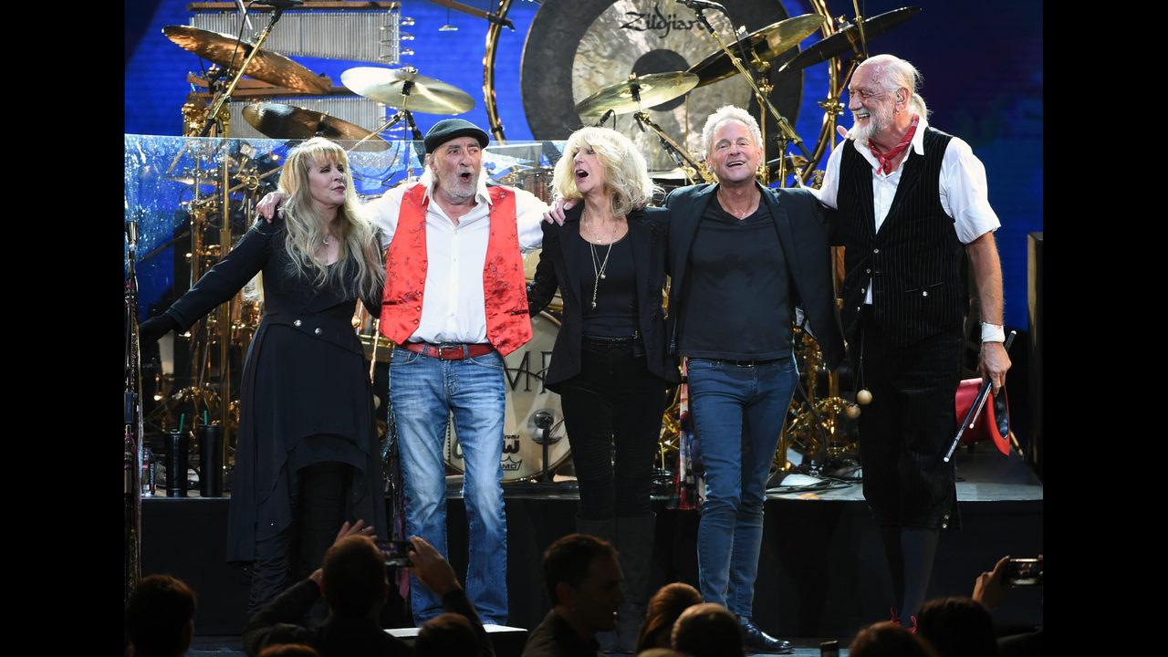 Not a rumor: Lindsey Buckingham, Fleetwood Mac part ways