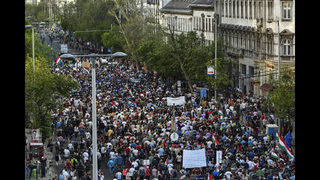 Hungary: Anti-government rally focuses on media freedom