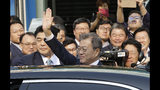 The Latest: Kim, Moon walk back after private talk