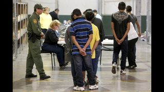 Federal agency says it lost track of 1,475 migrant children