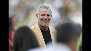 Hall of Famer Favre visits Clemson, speaks to players
